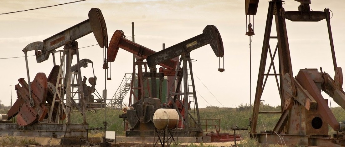 Oil price up 10 pct: Lifted by resurgent stocks, US economic growth