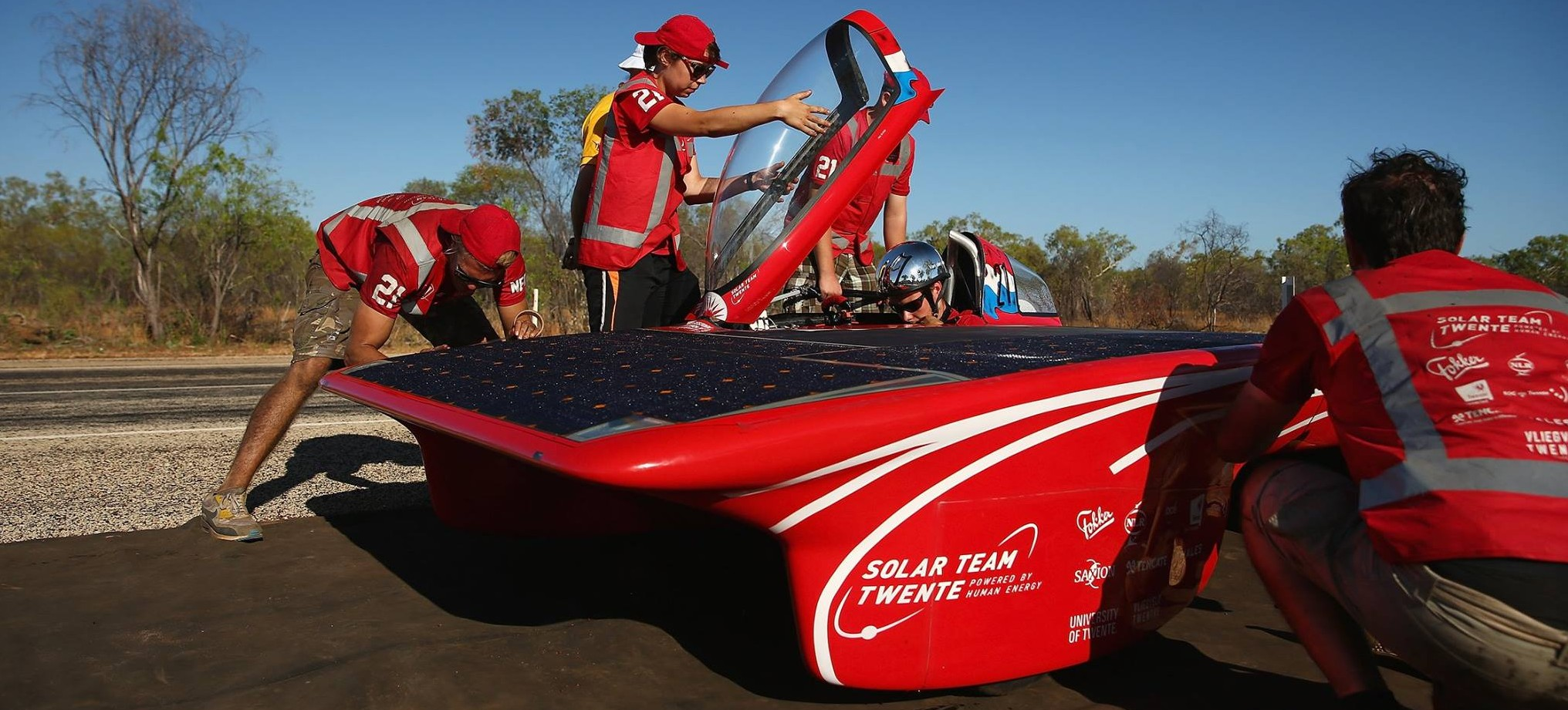 World Solar Challenge: Teams race 3,000 Km solar-powered cars