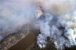 Wildfires burn around Fort McMurry, Alta.