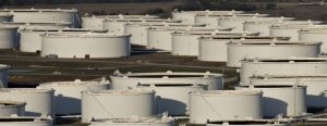 US crude oil inventories fall 4th straight week