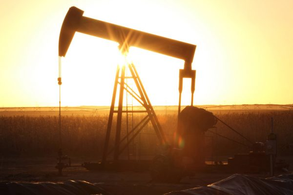 Oil prices rise, on on signs of easing oversupply