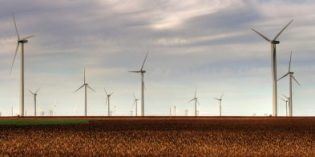 Wind power briefly sets record as source for electricity in U.S.