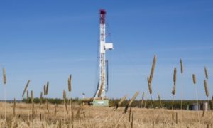 US gas and oil rig count down by 2, Canadian rig count up 15