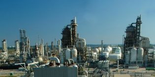 Gulf refiners prepare for possible sanctions against Venezuela, look to Canada for crude